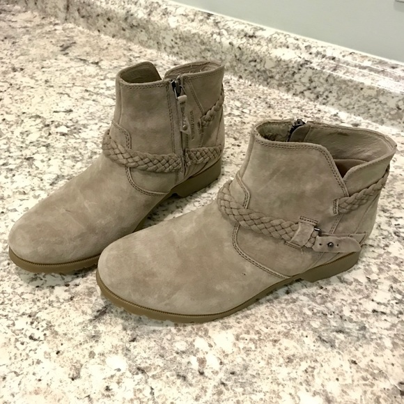e5ee7b31c07516 Teva Women s Delavina Suede Ankle Boot Size 9M. M 5be05fb56a0bb7937257a231